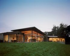 Kanter Residence. North elevation, overlooking the Delaware River. Photo by Albert Vecerka | ESTO.